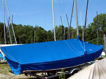 Interlake Skirted Mooring Cover